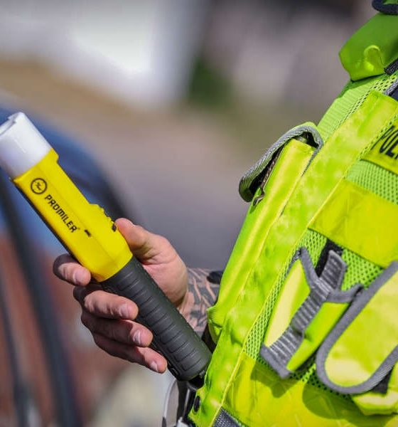 Kontrola alkomatami na trasie S3. Fot. Policja