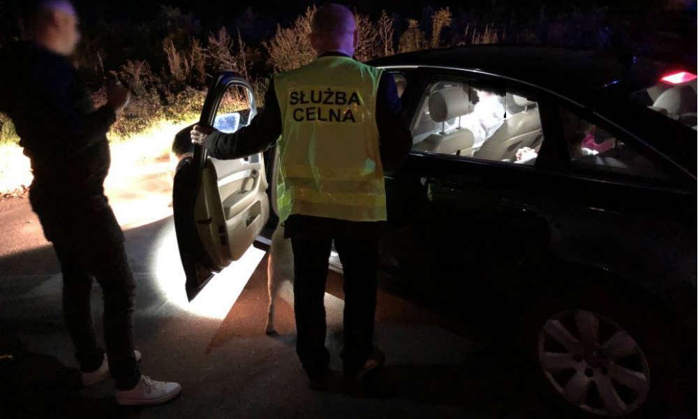 """Policjanci z Jaworzna zorganizowali akcję """"Dyskoteka"""". Szukali pijanych kierowców wieczorem w sobotę. Fot. Policja"""