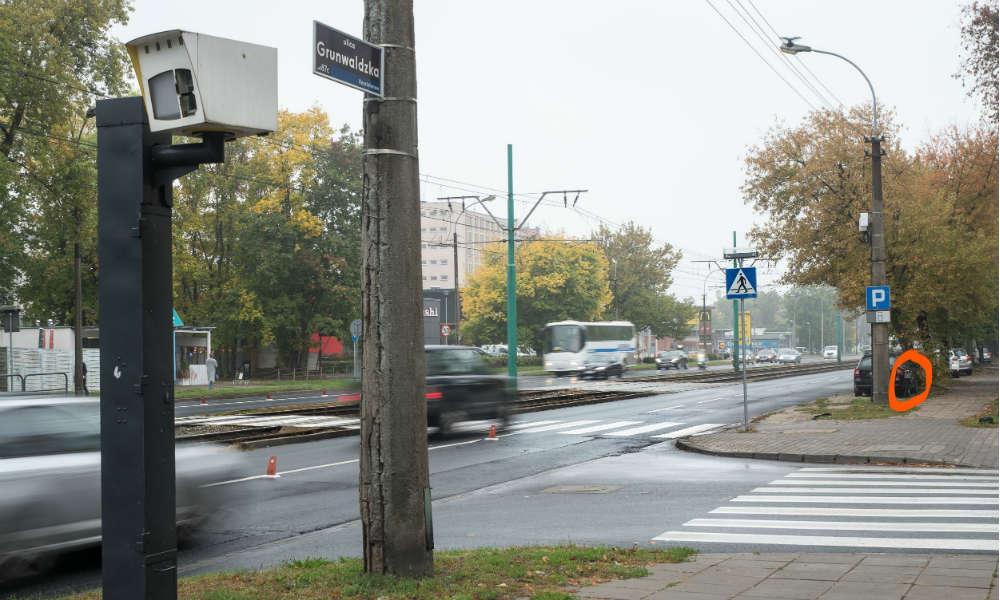 Nieczynny fotoradar miejski na ul. Grunwaldzkiej w Poznaniu Fot. VideoRadar