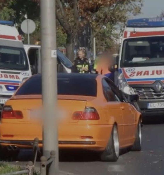 Kierowca BMW wjechał w Warszawie w rodzinę na pasach. Ojciec uratował żonę i dziecko, sam nie przeżył. Źródło: TVN Warszawa