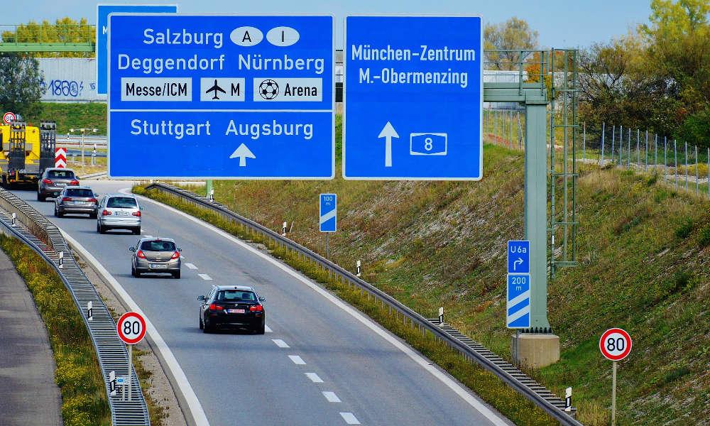 Na wielu odcinkach niemieckich autostrad prędkość jest limitowana oznakowaniem Fot. CC0