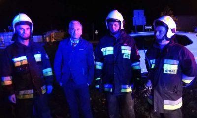 Robert Biedroń ratował dziecko i mężczyznę z płonącego po wypadku samochodu Fot. Facebook/OSP Regut