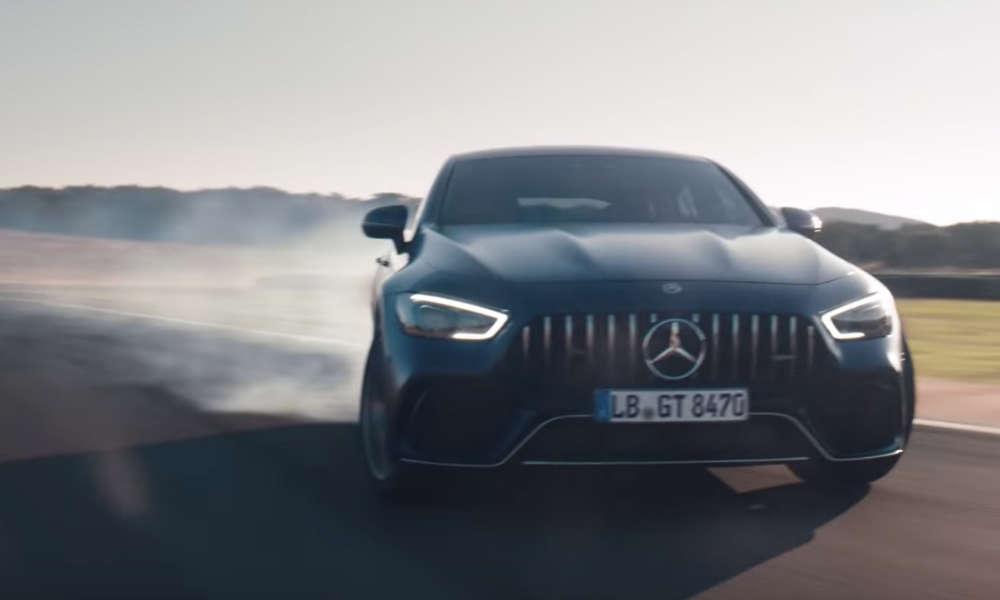 Mercedes AMG reklamowany jako samochód do wyścigów Źródło: YouTube
