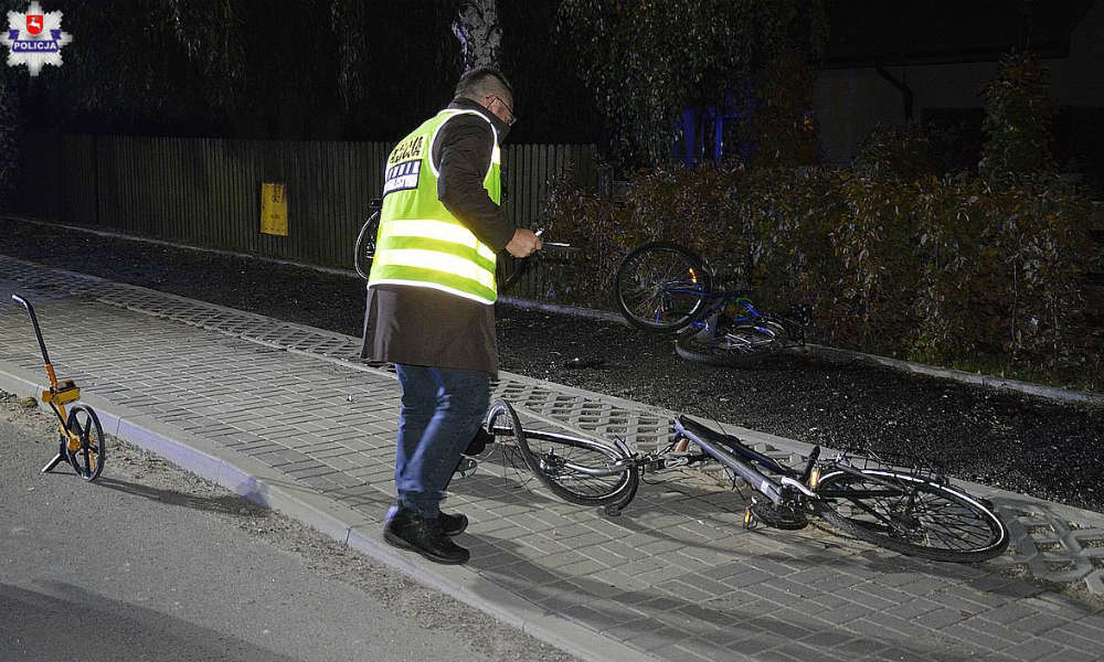 Pijany kierowca potrącił nastolatków jadących rowerami po chodniku. Fot. Policja