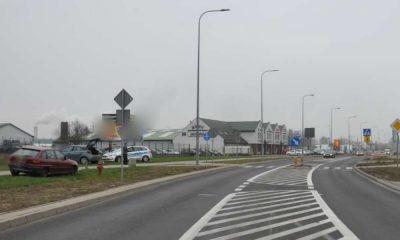 Kobieta z dwójką dzieci została potrącona na przejściu dla pieszych w Piszu. Fot. Policja