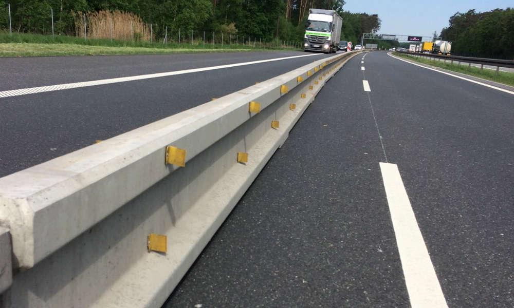 Bariera tymczasowa na drodze Fot. Saferoad