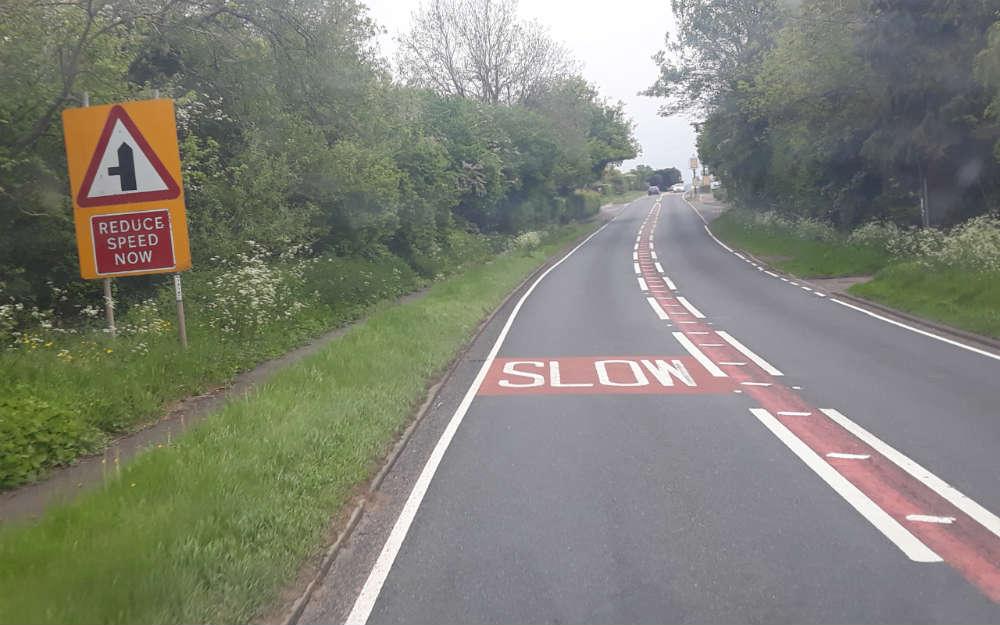 Oznakowanie na drodze w Anglii. Fot. Wiesław Migdałek