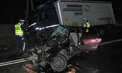 19-latek nie zapanował nad samochodem i zginął w zderzeniu czołowym z ciężarówką Fot. Policja