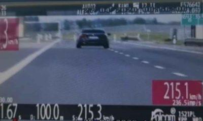 Kierowca BMW pędził po drodze S17 aż 215 km/h. Fot. Policja