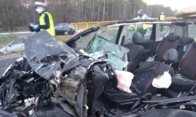 Śmiertelny wypadek koło Kamieńska spowodowany przez pijanego kierowcę skończył się śmiercią dwóch kobiet. Fot. Policja
