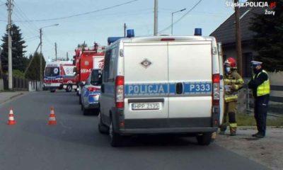 Zmęczony kierowca zasnął za kierownicą w Żorach i wjechał w ludzi na chodniku. Fot. Policja