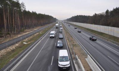 Na trasach szybkiego ruchu polscy kierowcy jeżdżą za blisko siebie. Na zdjęciu droga S3 pomiędzy węzłami Zielona Góra Północ i Niedoradz Fot. GDDKiA