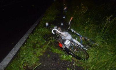 Kierowca potrącił 65-latkę prowadzącą rower po drodze wojewódzkiej i odjechał nie udzielając pomocy. Fot. Policja
