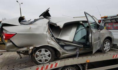 Wrak samochodu, w który wjechał syn ambasadora Arabii Saudyjskiej w Polsce