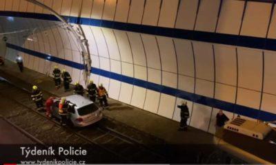 Pijany Polak wjechał samochodem do tunelu tramwajowego w Pradze Fot. YouTube/Tydenik Policie