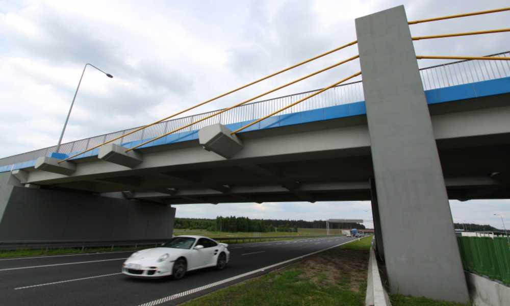 Na niektórych odcinkach dróg szybkiego ruchu w Polsce nawet 70 proc. kierowców przekracza dozwolone limity prędkości. Na zdjęciu autostrada A2 między Łodzią a Warszawą Fot. Łukasz Jóźwiak/GDDKiA