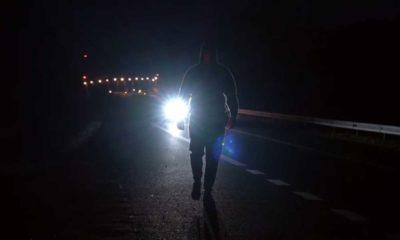 Spot Wielkopolskiej Policji, która pokazała pieszego idącego nieprawidłową stroną drogi i zostawiła to bez komentarza Źródło: policja