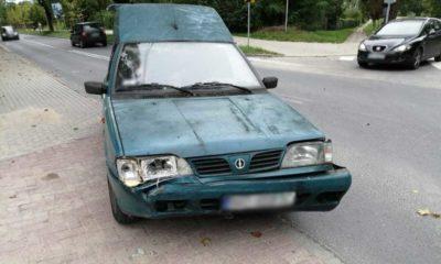 Stuletni kierowca poloneza doprowadził do kolizji w Olsztynie. Policjanci zatrzymali mu prawo jazdy Fot. Policja