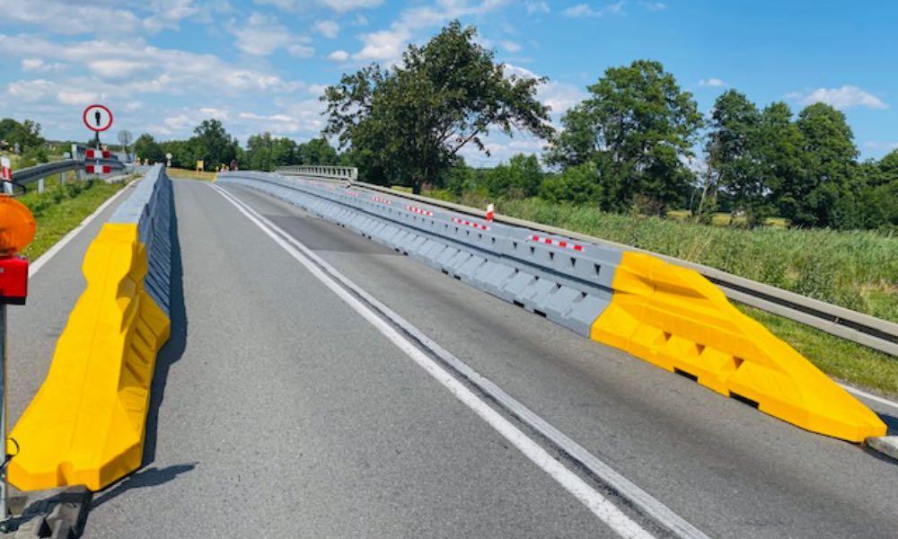 Bariery betonowe Sofibox firmy Fiedor-Bis na drodze krajowej nr 45 w Oleśnicy Fot. mat prasowe