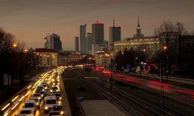 Samochody na ulicach Warszawy. Źródło: pickpick.com