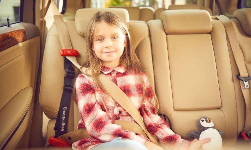 W Polsce dostępne są homologowane urządzenia do przewozu dzieci, które nie zajmują więcej miejsca niż sam pas bezpieczeństwa - takie jak Smart Kid Belt Fot. materiały partnera