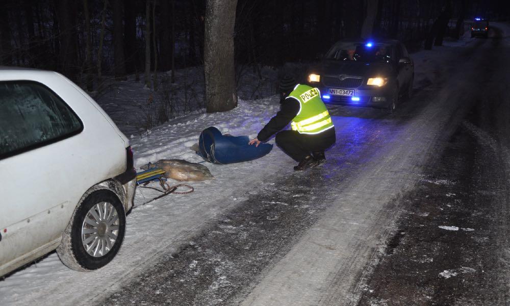40-latek ciągnął nastolatków za samochodem. Kulig zakończył się tragicznym wypadkiem Fot. KMP Elbląg