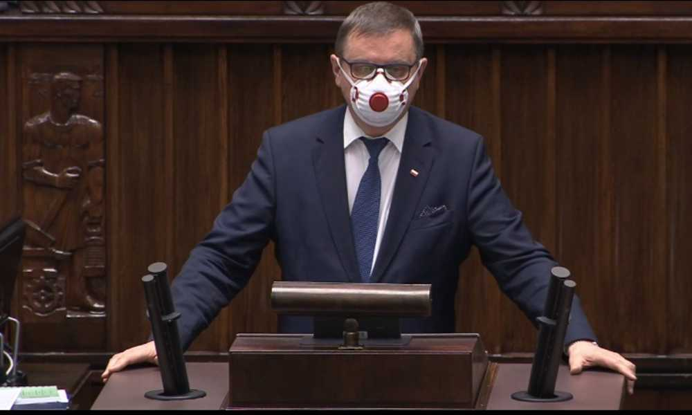 Poseł PiS Jerzy Polaczek, były minister transportu przekonywał w Sejmie, że zmiana prawa to ogromna szansa na poprawę bezpieczeństwa ruchu drogowego w Polsce Źródło: Sejm