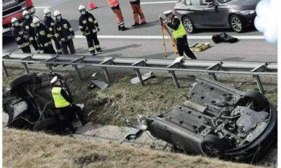 Samochód po dachowaniu rozpadł się na dwie części Fot. Policja