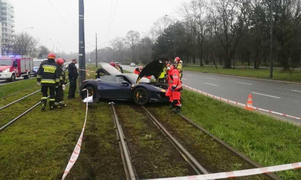 Kierowca, który rozbił ferrari w Łodzi jechał pod wpływem alkoholu. Fot. Policja