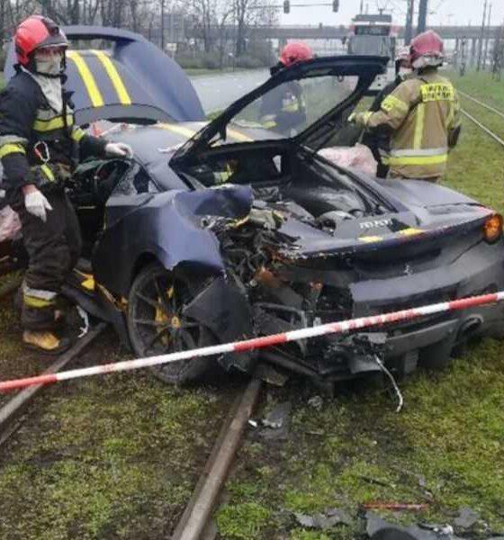 Ferrari 488 Pista rozbite w sobotę w Łodzi. Fot. Policja