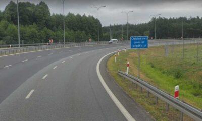 Informacja o odcinkowym pomiarze prędkości na wjeździe na autostradę A1 w Nowych Marzach Źródło: Google Maps