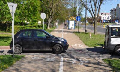 Kierowcy w Puławach holowali samochód liną, która nie spełniała wymagań zapisanych w prawie Fot. Policja