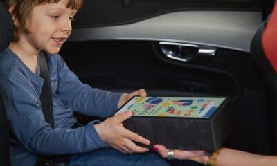 Volvo Car Poland pomalowało cegłę, by przypominała tablet. Tak chce zwrócić uwagę na to, co podczas wypadku może zrobić niezabezpieczony sprzęt elektroniczny w samochodzie Fot. mat. prasowe