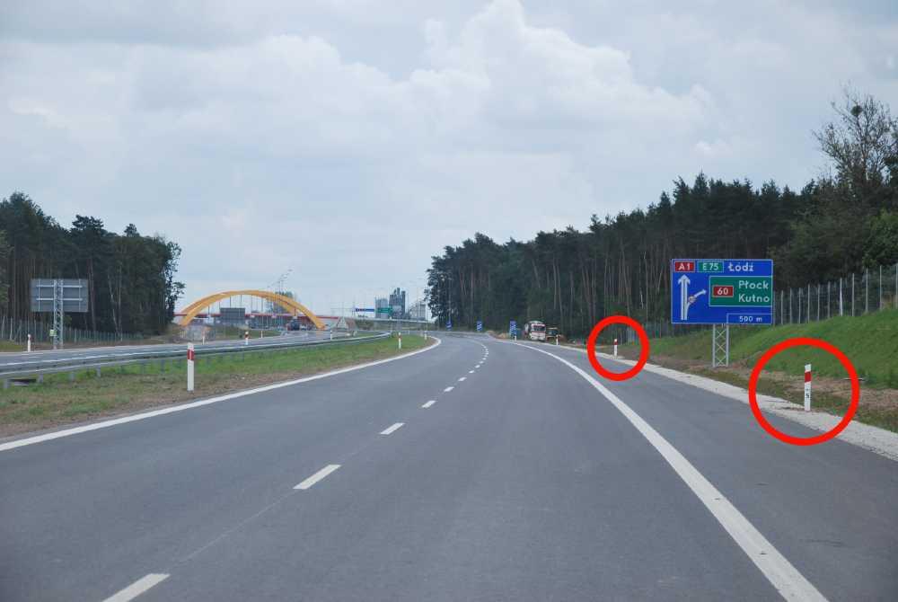 Słupki pikietażowe na autostradzie A1. Fot. GDDKiA
