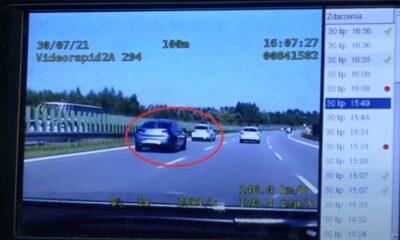 Zbyt mała odległość między samochodami na trasie szybkiego ruchu sfilmowana przez wideorejestrator w policyjnym radiowozie Źródło: YouTube/Jedz Bezpiecznie