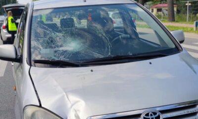 W Puławach kierowca toyoty uderzył pieszego na pasach. Twierdzi, że został oślepiony przez słońce Fot. Policja