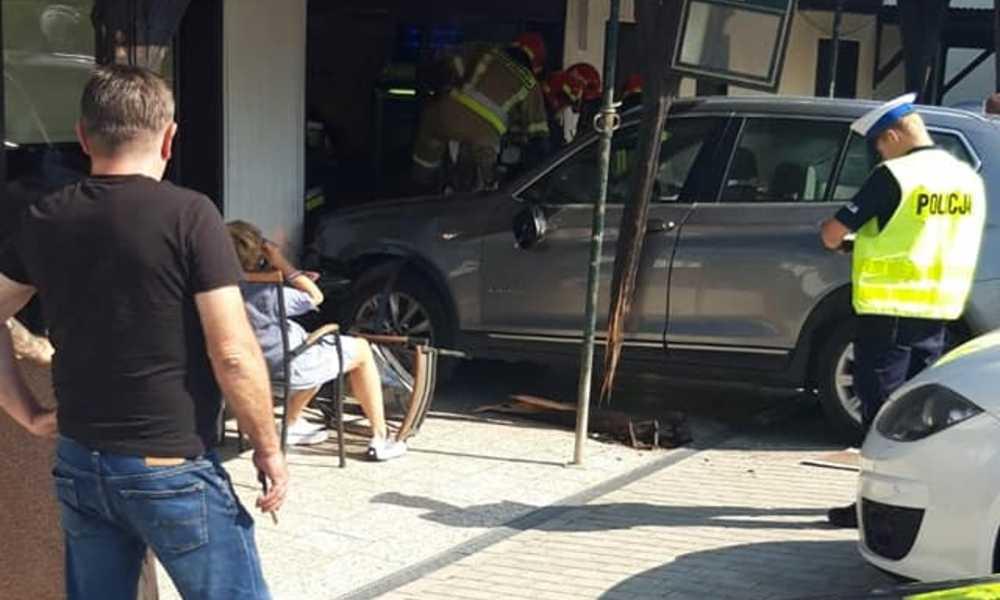 51-latka wjechała w witrynę sklepową w Wyszkowie Śląskim Fot. Facebook/OSP Kubice