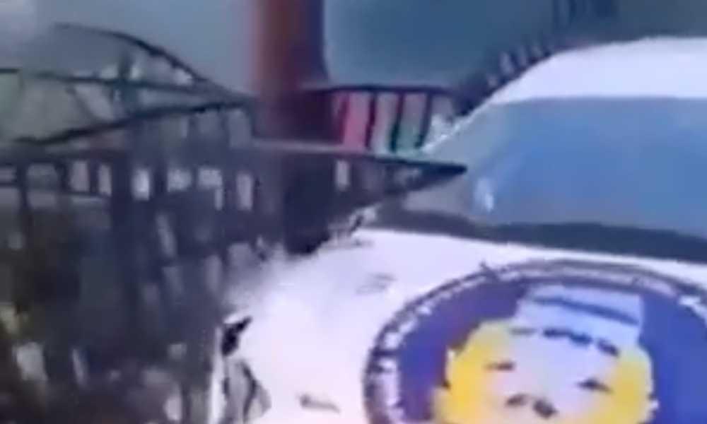 Elementy metalowego ogrodzenia domu wbiły się w samochód załogi rajdowe. Zginęła pilotka Źródło: Sadistic.pl
