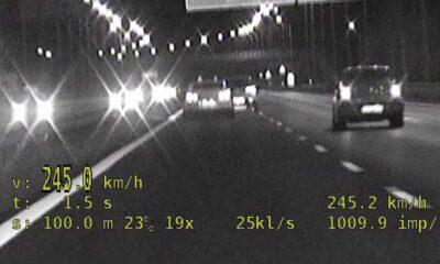Kierowca sportowego nissana jechał ponad 240 km/h Źródło: Policja