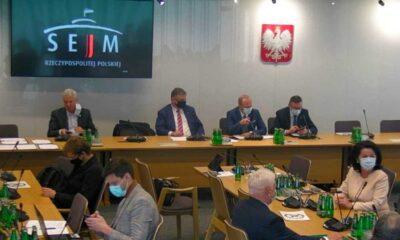 Na Komisji Infrastruktury posłowie zdecydowali, że projektem podwyższającym mandaty drogowe zajmie się specjalna podkomisja Źródło: Sejm