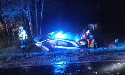 Kierowca spowodował wypadek, w którym poszkodowani zostali policjanci Fot. Facebook/OSP Lisia Góra
